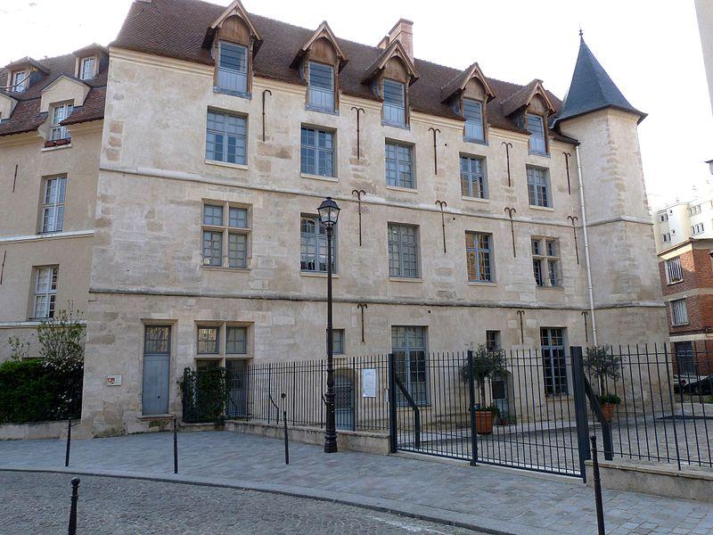 800px-Château_de_la_reine_Blanche_Paris_13e