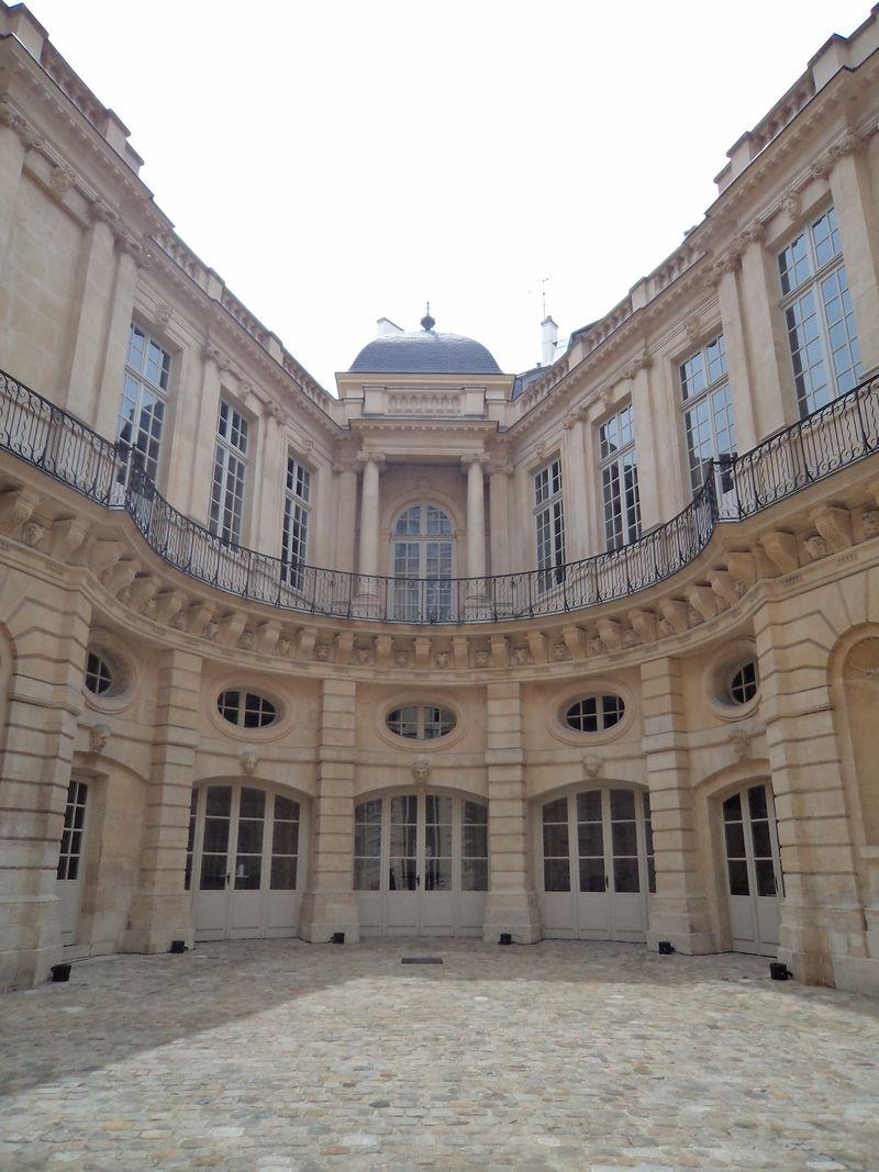 Hotel de Beauvais2